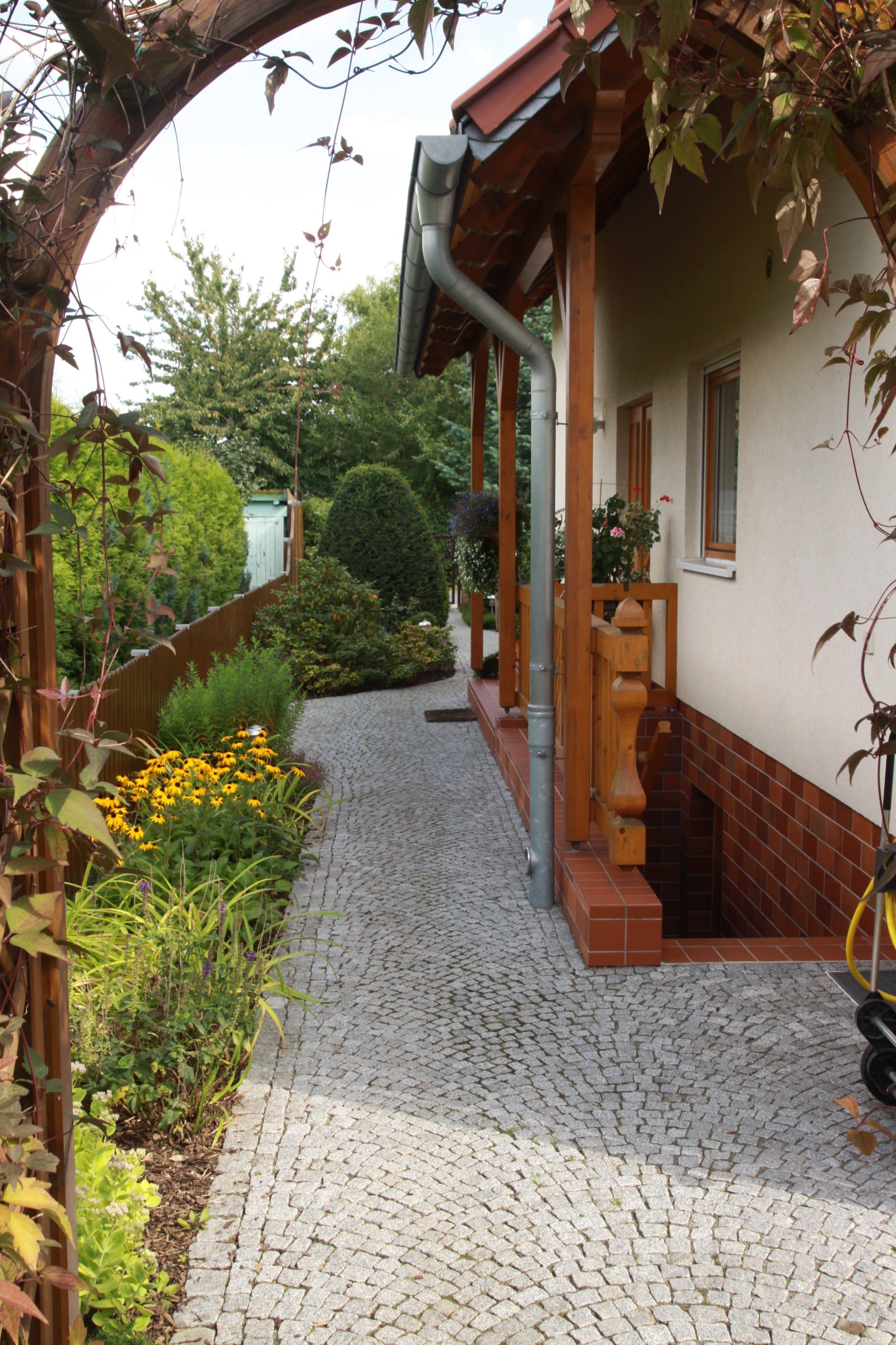 Außenanlage Gartenwege, Beete