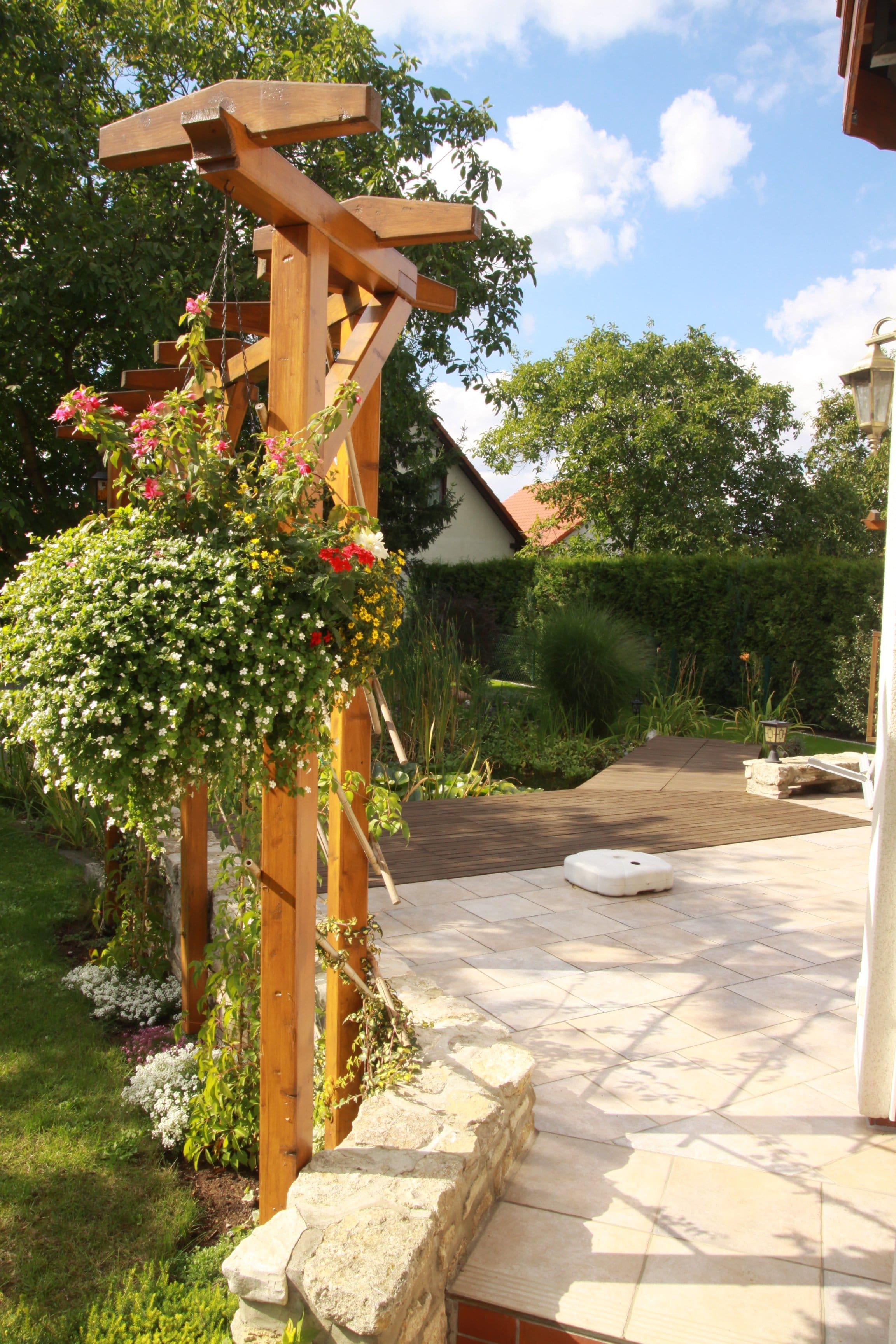 Hausgarten Terrasse u. Pergola